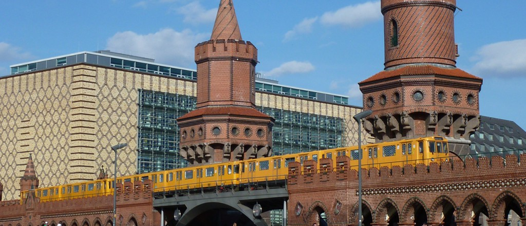 Die Oberbaumbrücke verbindet Friedrichshain und Kreuzberg