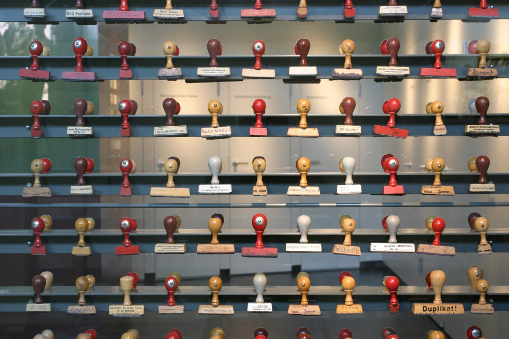 Ausstellungsteil der Erinnerungsstätte Notaufnahmelager Marienfelde