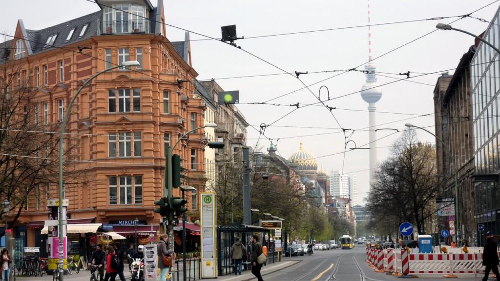 Die Oranienburger Strasse in Berlin Mitte