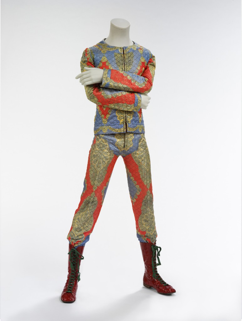 David Bowie: Quilted Two Piece Suit 1972 - Foto ©Victoria and Albert Museum