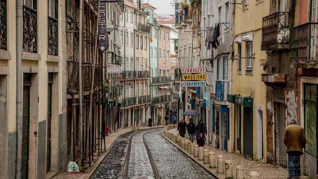 Die verfallenden Häuser der Altstadt Lissabons
