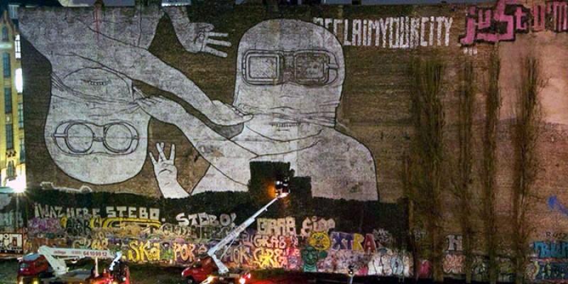 Kreuzberg trauert: Kult-Graffiti wurde schwarz übermalt