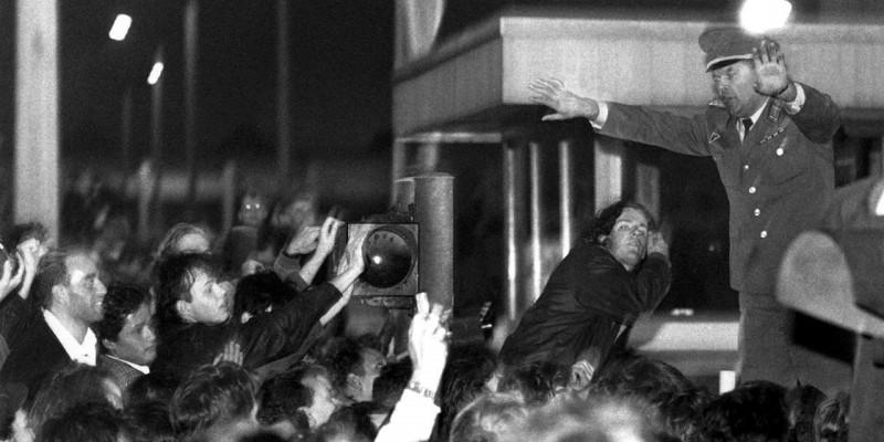 StaSi Zentrale: Ausstellung und Jahrestag des Sturms vor 25 Jahren
