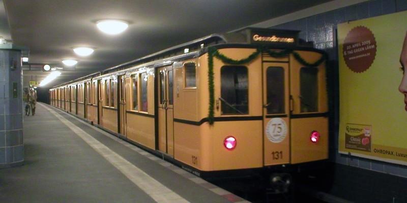 Historische U-Bahn Züge auf der U6 unterwegs