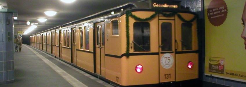Historische U-Bahn in Berlin unterwegs